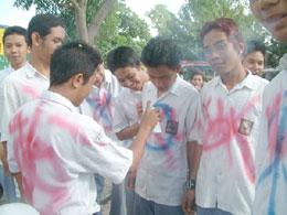 Coret baju Lulus sekolah = free man!!